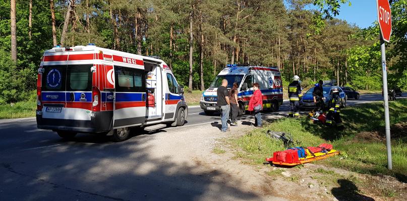 Wypadek na drodze do Warszawy. Potrącenie rowerzysty - Zdjęcie główne
