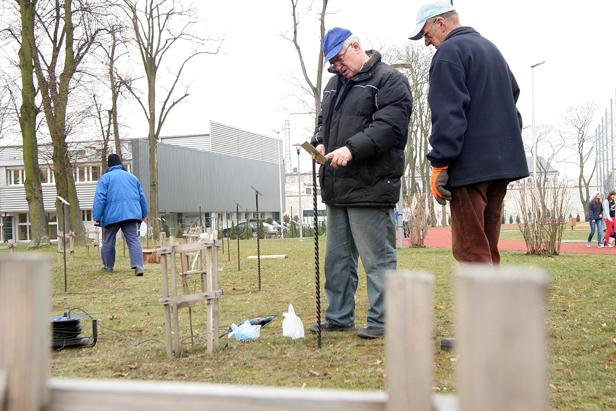 Tabliczki zamordowanych już na miejscu - Zdjęcie główne