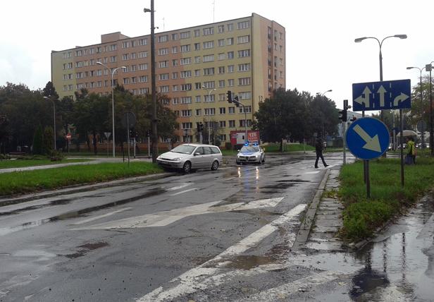 Wypadek: 18-latka potrąciła dwie osoby - Zdjęcie główne