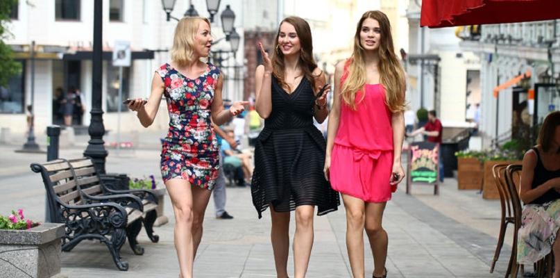 Jakie są modne sukienki w tym sezonie? - Zdjęcie główne