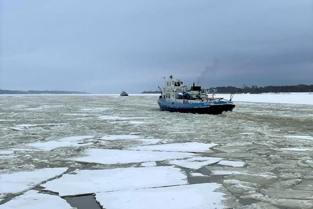 Cztery lodołamacze ruszyły w stronę Nowego Duninowa  - Zdjęcie główne