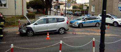 Zderzenie samochodów w centrum miasta [FOTO] - Zdjęcie główne