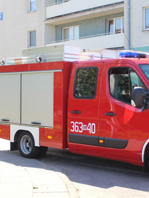 Cztery zastępy straży w akcji. Staruszka w szpitalu - Zdjęcie główne
