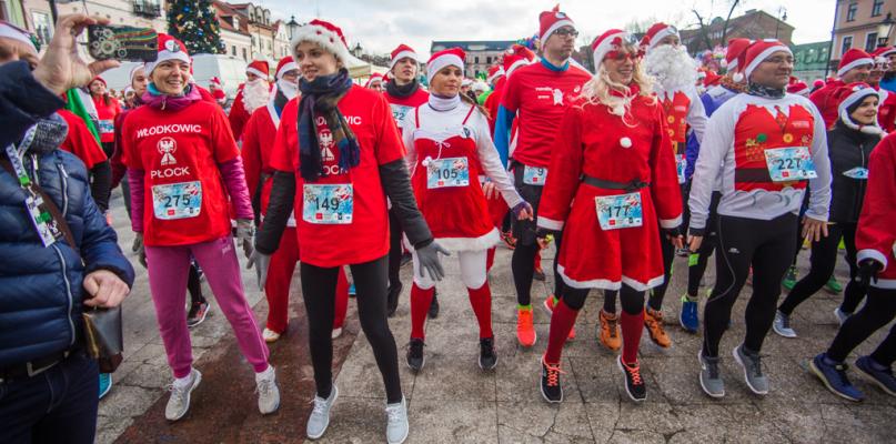 Biegli w świątecznych przebraniach ulicami miasta [FOTO] - Zdjęcie główne