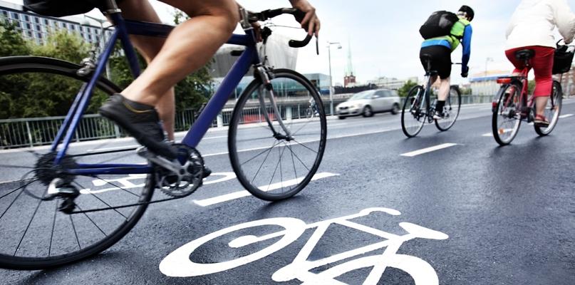 Sezon na wycieczki rowerowe trwa w najlepsze. Warto znać przepisy - Zdjęcie główne