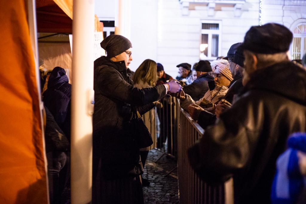 Płocczanie podzielili się opłatkiem przed Ratuszem - Zdjęcie główne