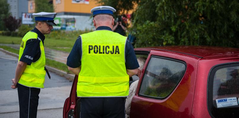 """Setki policjantów na drogach. Rusza akcja """"Znicz"""" - Zdjęcie główne"""