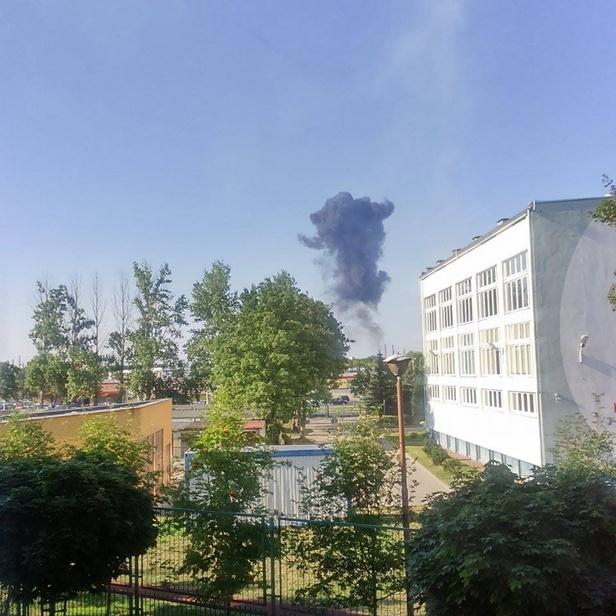 Potężny huk i dym nad Orlenem [FOTO] - Zdjęcie główne