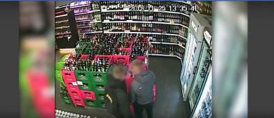 Spragniony złodziej w ukrytej kamerze. A jaki spektakularny upadek... - Zdjęcie główne