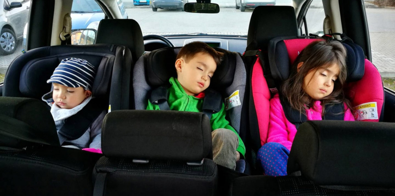 70% rodziców popełnia błędy w trakcie przewożenia dzieci. - Zdjęcie główne