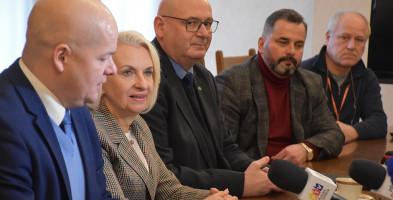 Z parlamentarzystami o Płocku. Zjawiło się troje posłów - Zdjęcie główne