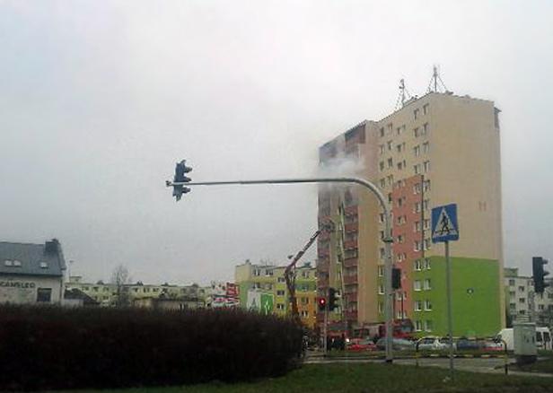 Pożar w bloku. Trzy osoby w szpitalu [FOTO] - Zdjęcie główne