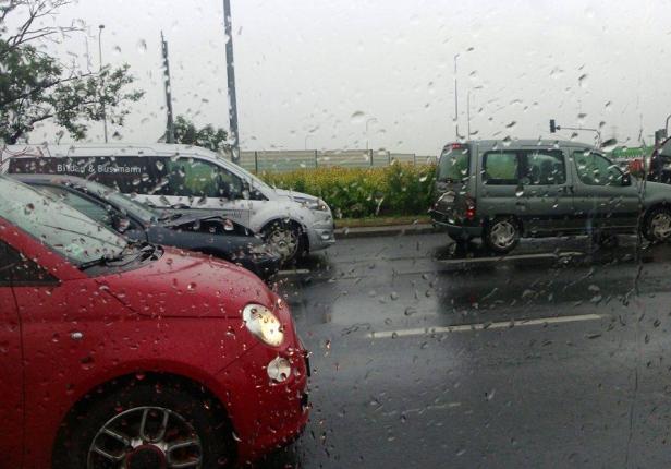 Zderzenie trzech aut. Jedna osoba ranna - Zdjęcie główne