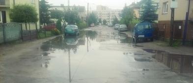 Mieszkaniec: Jak tu przejść ulicą? Wygląda jak wielkie jezioro - Zdjęcie główne