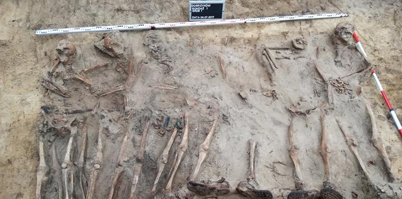 Ekshumacja zakończona. Wydobyto szczątki trzynastu osób - Zdjęcie główne