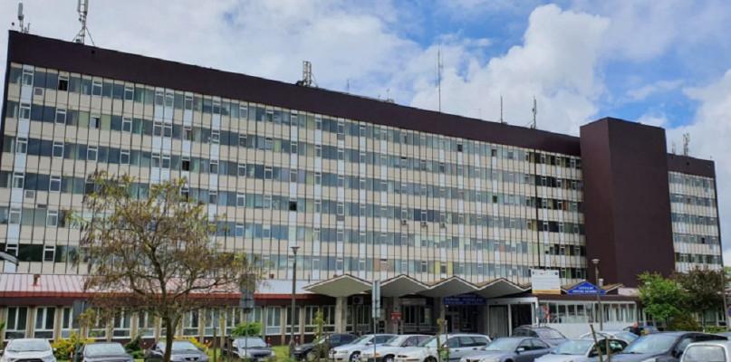 Coraz więcej pacjentów z COVID-19 na Winiarch. Trudna sytuacja szpitala - Zdjęcie główne
