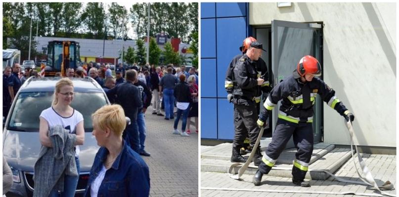 Wozy strażackie przed komendą, policjanci opuszczają budynek - Zdjęcie główne