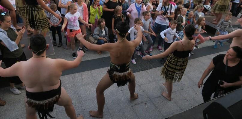 Rytualny taniec na starówce. Zobaczcie zdjęcia - Zdjęcie główne
