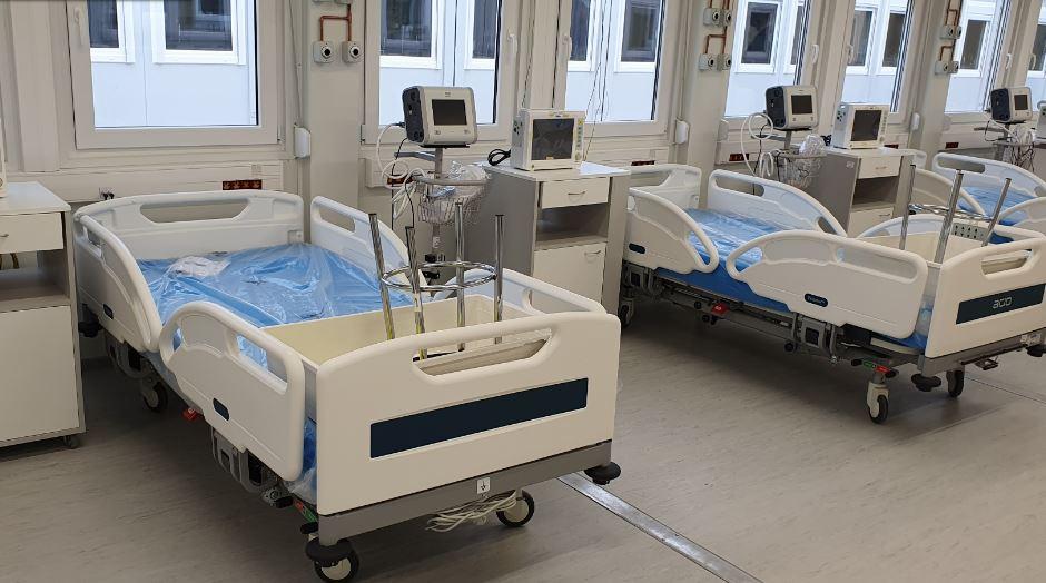Przybywa pacjentów w szpitalu tymczasowym. Koordynator placówki: Pracuje się coraz ciężej - Zdjęcie główne