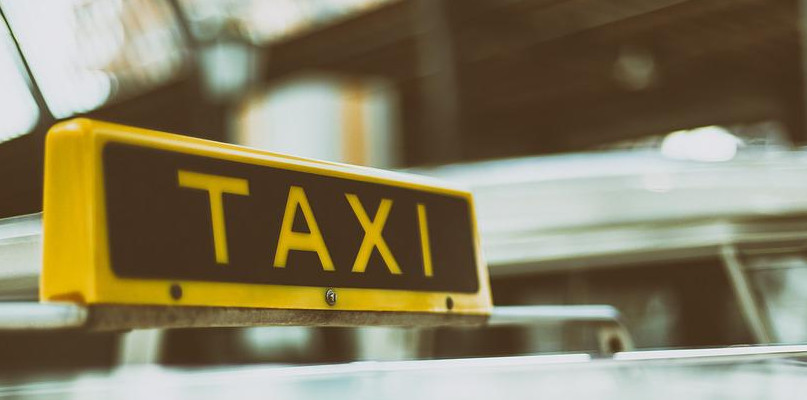 Taksówkę zamówisz także przez internet. Jak to zrobić? - Zdjęcie główne
