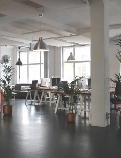 Wyposażenie biura - jak zaaranżować przestrzeń do pracy? - Zdjęcie główne