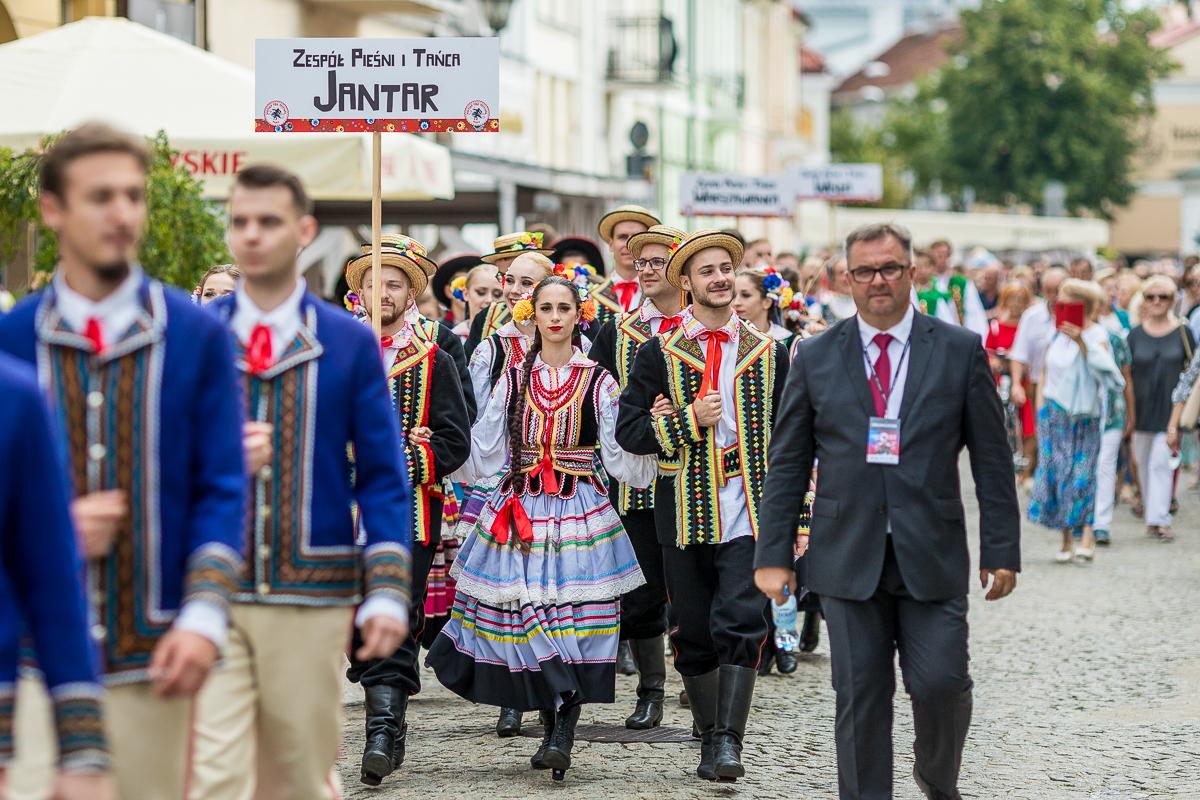 Vistula Folk Festival. Ludowe tańce na starówce [ZDJĘCIA] - Zdjęcie główne