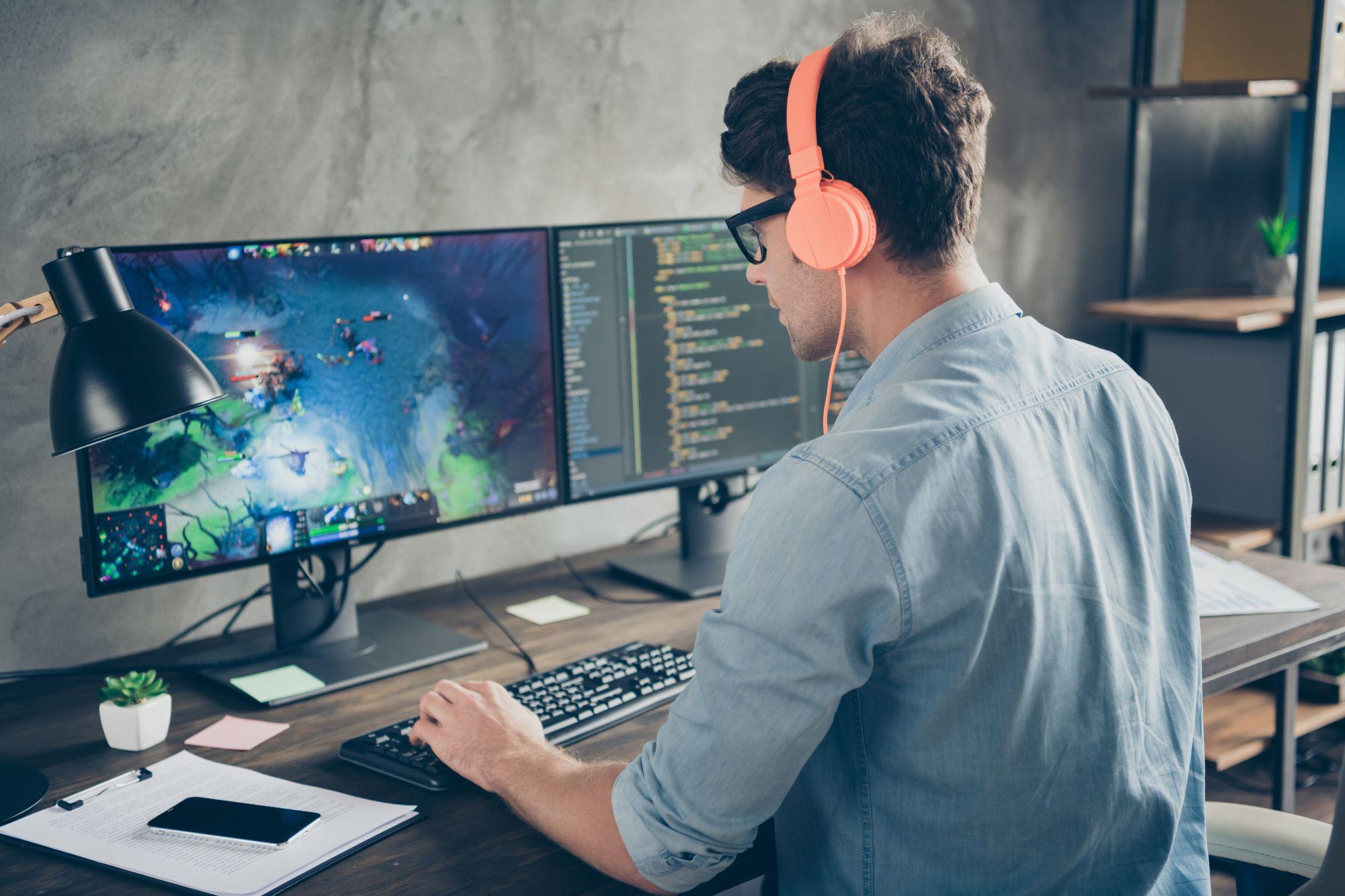 Jak wybrać biurko gamingowe? - Zdjęcie główne