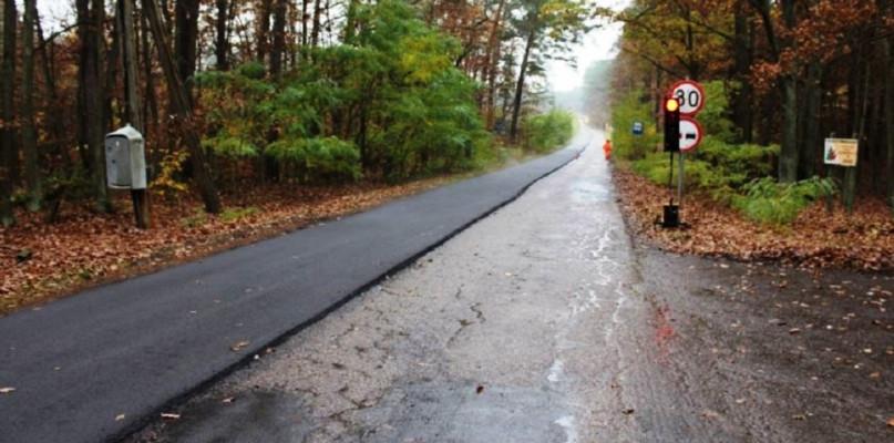 Trasa Łąck - Soczewka remontowana. Prace drogowe w powiecie trwają pomimo pandemii - Zdjęcie główne