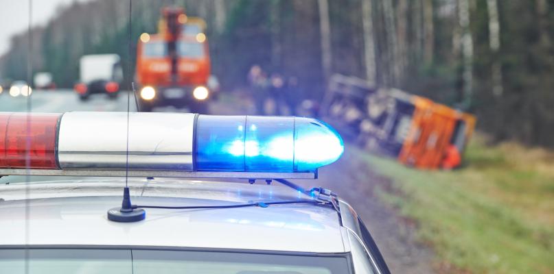 Siedem samochodów uszkodzonych. Droga całkowicie zablokowana! - Zdjęcie główne
