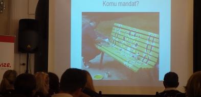 A jakby tak pomalować zdezelowane ławki w różne wzorki? - Zdjęcie główne