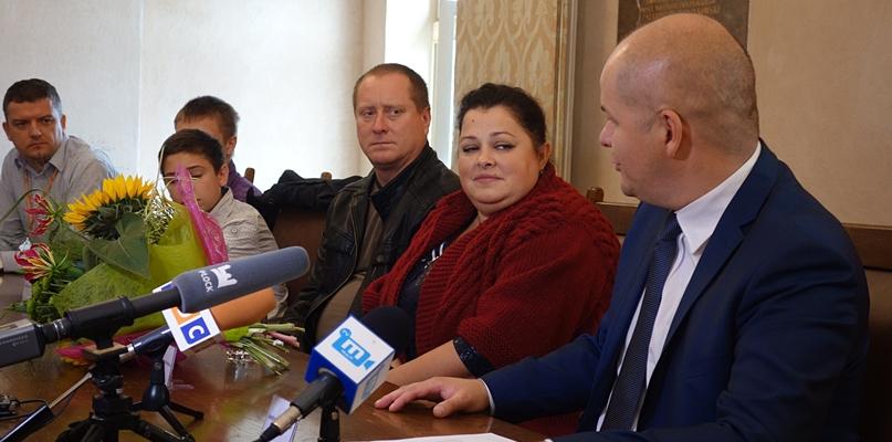 W Płocku zamieszkała rodzina repatriantów z Kazachstanu - Zdjęcie główne