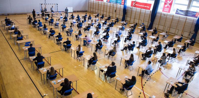 Egzamin ósmoklasisty. W Płocku poszło gorzej, niż w innych miastach na Mazowszu - Zdjęcie główne