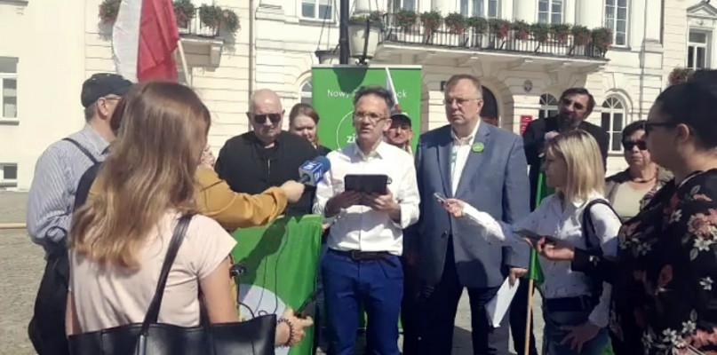 Przed ratuszem apelowali do prezydenta i radnych: Stańcie po stronie ofiar - Zdjęcie główne