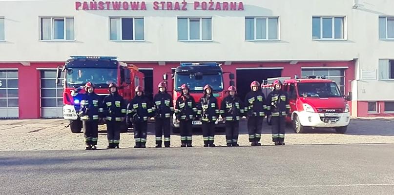 Piękny gest płockich strażaków. Oddali hołd poległym [VIDEO] - Zdjęcie główne