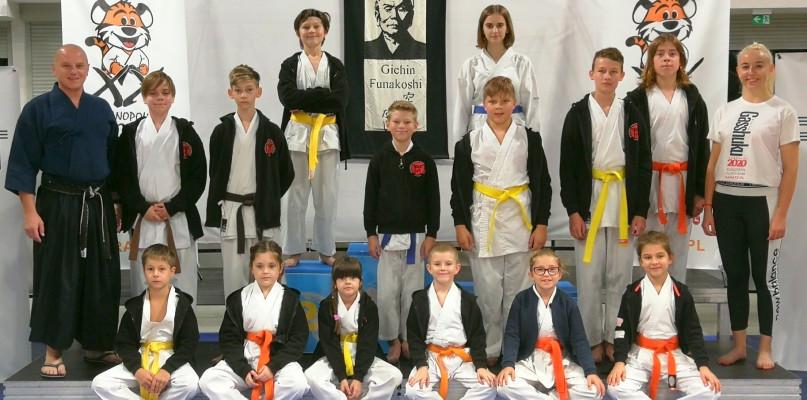 Oferta dla wszystkich. Dobry występ młodziutkich karateków - Zdjęcie główne