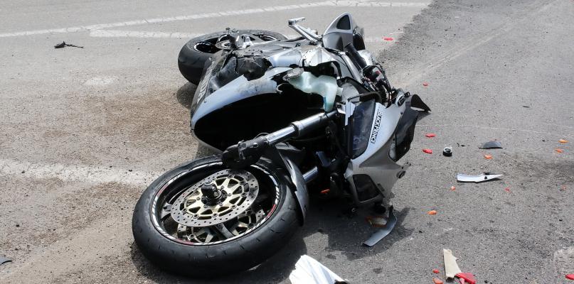 Zderzenie z udziałem motocyklisty. Utrudnienia na wylocie z miasta - Zdjęcie główne