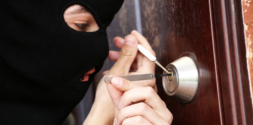 Miał pilnować mieszkania przed złodziejami. Sam je okradł - Zdjęcie główne