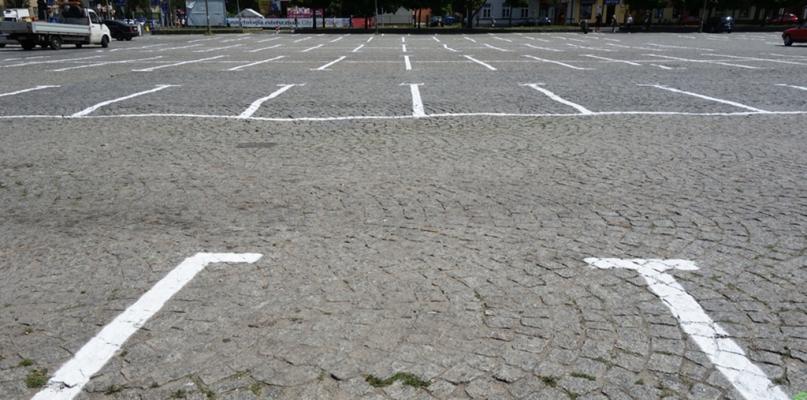 Z tego parkingu w centrum miasta kierowcy nie skorzystają. Jest nieczynny - Zdjęcie główne