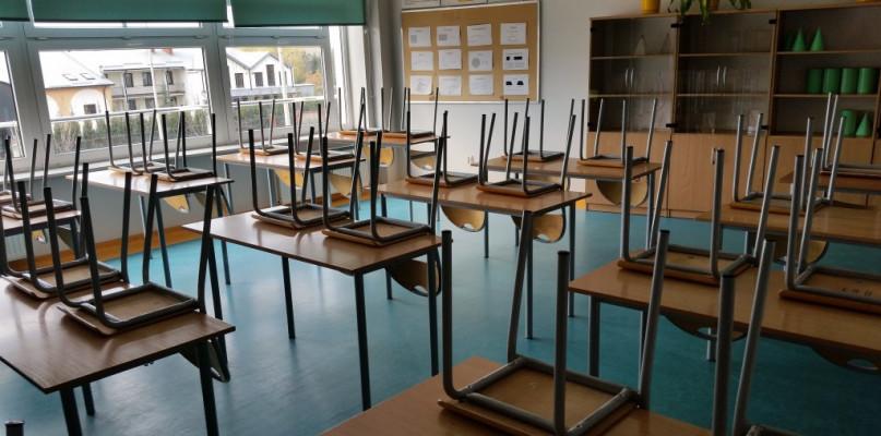 Czy pośpiech jest tu wskazany? Chodzi o dalsze losy uczniów i nauczycieli - Zdjęcie główne
