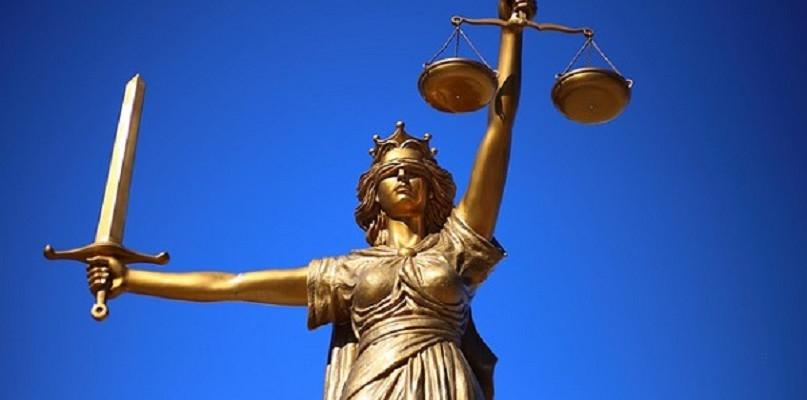 Dlaczego warto skorzystać z pomocy adwokata? - Zdjęcie główne