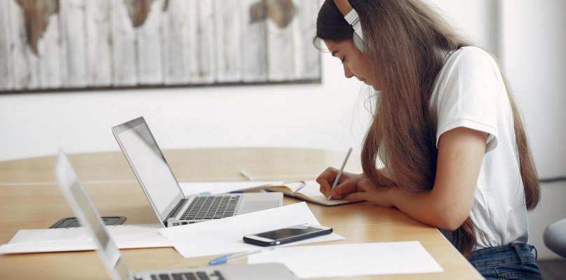 Interaktywna nauka angielskiego online - poznaj jej zalety - Zdjęcie główne