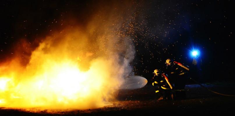Pożar. Nie żyje mężczyzna, drugi został przewieziony do szpitala - Zdjęcie główne