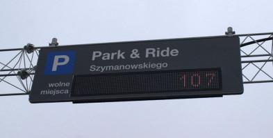 Ile jest wolnych miejsc na parkingu? Przy każdym wjeździe pokaże tablica - Zdjęcie główne