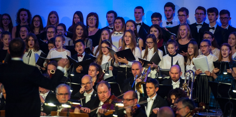 Płocka Orkiestra Symfoniczna, chóry i soliści. Piękny koncert kolęd - Zdjęcie główne