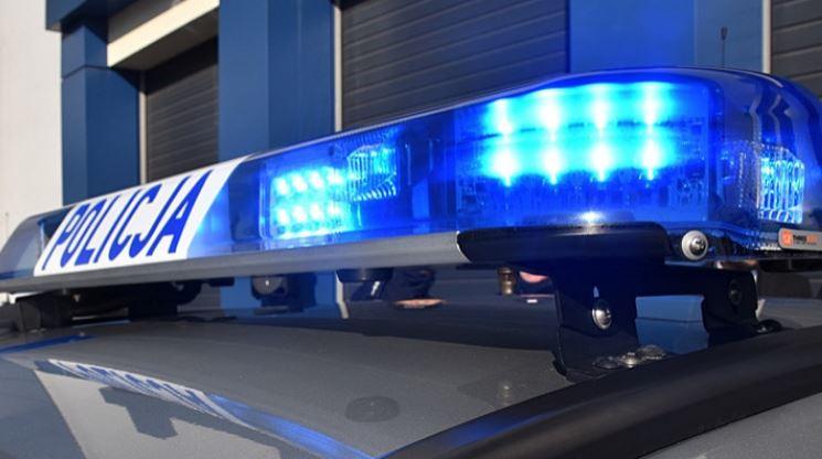 """Policja zatrzymała kierowców. Holowali samochód na """"podwójnym gazie"""" - Zdjęcie główne"""
