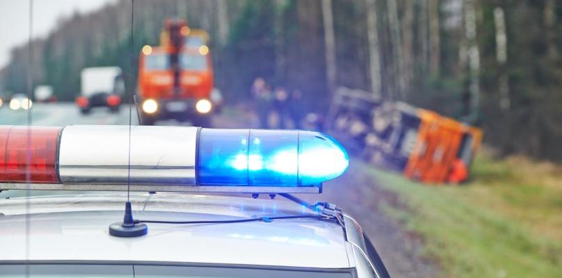 Zderzenie dwóch ciężarówek. Kierowca w ciężkim stanie  - Zdjęcie główne