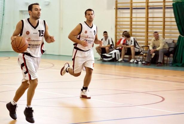 Koszykarze dwa piętra niżej od dziewczyn - Zdjęcie główne