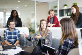 Kursy językowe dla firm – dlaczego warto z nich korzystać? - Zdjęcie główne