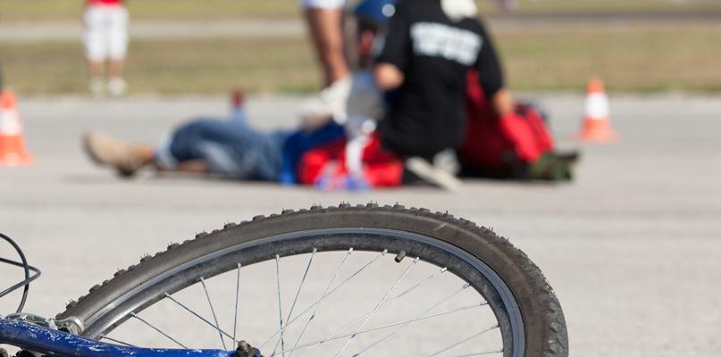Potrącenie kobiety na poboczu jezdni - Zdjęcie główne