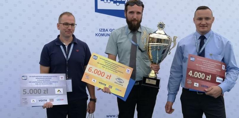 Autobusem płockiej spółki jeździ jeden z najlepszych kierowców w Polsce - Zdjęcie główne